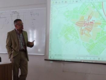 Miguel Madera en la Escuela de Arquitectura de Valladolid. (Foto de autor desconocido)