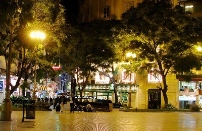 Imagen nocturana de la calle Florida de Buenos Aires, (Foto de skyscrapercity.com).