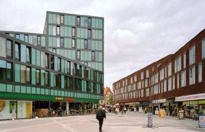 Vista del centro comercial en la plaza entre los Schots 1 y 2. CiBoGa Terrain, Groningen, Holanda (imagen procedente de designbuild-network.com)