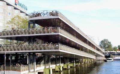 Bike Flat Central Station Amsterdam (imagen procedente de dutchonbikes.com/2009)