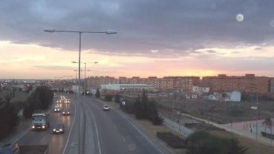 Valladolid al atardecer, visto desde una pasarela de la ronda este (Foto de Pucelano 1986, procedente de skyscrapercity.com).