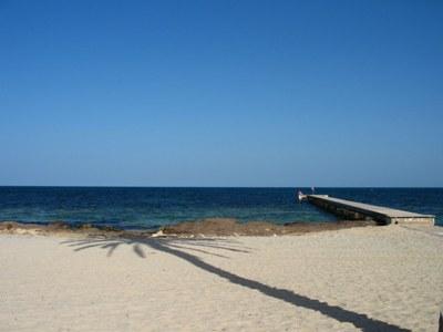 Una playa de Yerba (foto de SuperManu, Djerba El Mouradi Menzel Hotel, 29 de mayo de 2007, publicada en commons.wikimedia.org/wiki)