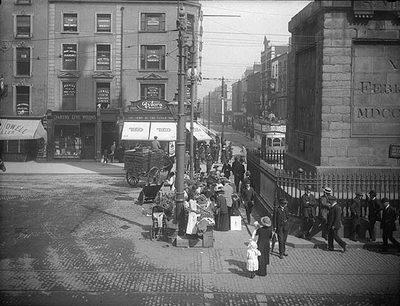 Mujeres vendiendo flores en la calle Sackville, de Dublín, hacia 1900 (imagen procedente de census.nationalarchives.ie)