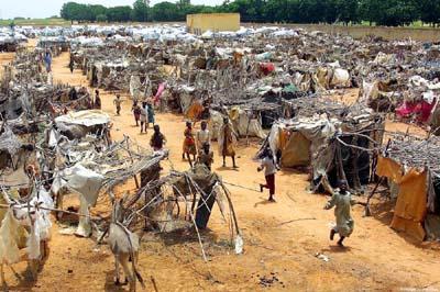 Campo de refugiados en El-Geneina, Darfur, Sudán (Imagen procedente de unep.org; © Art Chen Soon Ling / Still Pictures).