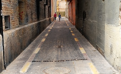 Un callejón del barrio del Carmen, de Valencia (foto de garmayen publicada en ojodigital.com).