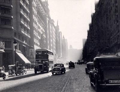 La Gran Vía de Madrid en 1954 (Imagen procedente de madrilenosenelexterior.org)