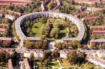 Imagen de una actuación integrada en el Berlín de 1925-1930. Hufeseinsiedlung (imagen procedente de upload.wikimedia.org/wikipedia)