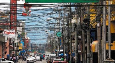 Perspectiva de la Tercera Avenida del barrio El Centro de San Pedro Sula, Honduras, 2007 (imagen de Holabeto publicada en skyscrapercity.com).