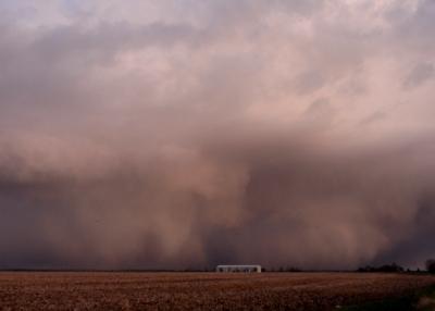 El autor (o autores) de esta imagen, Kylie and Rowan, la ha (han) titulado Storm spreading south across Sawbridgeworth, Herts, U.K. (está publicada en la sorprendente cloudappreciationsociety.org)