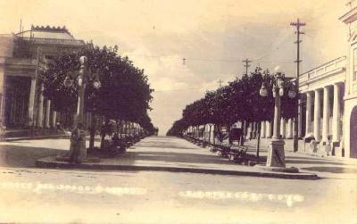 Una imagen histórica del tramo central del Paseo del Prado, Cienfuegos, Cuba (imagen procedente de galeon.com/cienfuegoscuba)