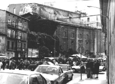 Fotografía antigua de la catedral y una de las casas de la plaza de Portugalete de Valladolid (imagen procedente de fotosvalladolidantiguo.iespana.es)