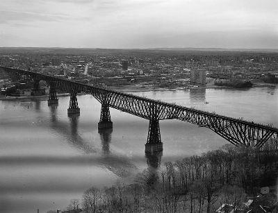 Puente de ferrocarril en Poughkeepsie, sobre el río Hudson, en el estado de Nueva York, 1889 (imagen procedente de Wikipedia)