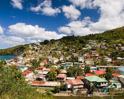 Vista de la isla de Saint Lucia, donde nació Derek Walcott (imagen procedente de arqhys.com).