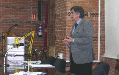 Santiago Bartolomé Rial en su conferencia. (Foto: MS).