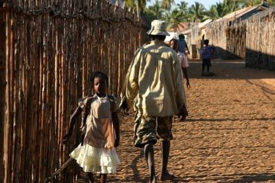 Una niña en Soalala, Madagascar (foto de The Matthews Family, publicada en 2005 en flickr.com)