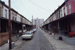 Imagen de Fern Street (North Camden, New Jersey) en 1979. (Foto: Camilo José Vergara, procedente de answers.com).
