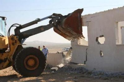 Demolición de casas en la aldea palestina de Twail Abu Jarwal, diciembre 2006 (Foto de ICADH, procedente de nodo50.org/palestinalliure)