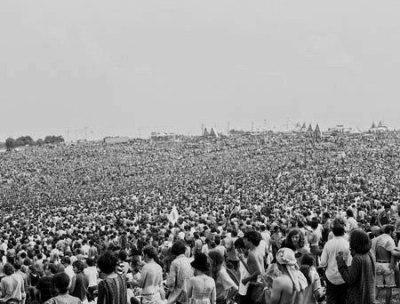 Imagen de una aglomeración de gente. Wodstock, agosto de 1969 (imagen procedente de woodstock-anniversary.com).