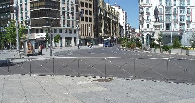 La Plaza de Zorrilla, vestida de jardineras, vallas y calzadas (Foto: MS)