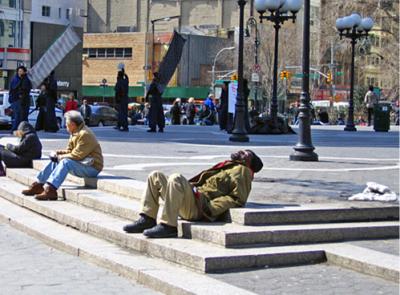 Union Square, Nueva York, a la hora de comer, el 17 de marzo de 2005 (foto de Tina Sbrigato, procedente de su blog crankytdesigns.com/blog)