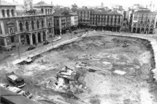 Obras en la plaza Mayor de Valladolid para construir un aparcamiento subterráneo en los años 70 (imagen procedente de vallisoletvm.blogspot.com)