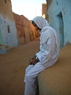 Hombre en un oasis beduino (Foto de trente-trois, julio 2006, publicada en flickr.com/photos/33export)