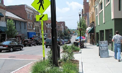 Parece una calle, pero no lo es. Es un espacio integrado en el Business Improvement District de Morgantown, USA (imagen procedente de morgantown.com)
