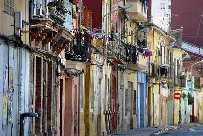Calle de los Ángeles, de El Cabanyal, Valencia (foto de José Jordán, de marzo de 2009, procedente de elpais.com).