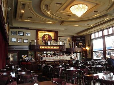 Café de los Angelitos, Buenos Aires (Foto de chinota, cargada el 7 de diciembre de 2007 en flickr.com/photos/chinota).