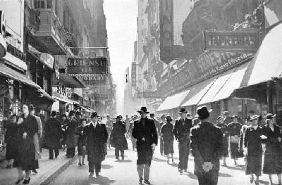 Calle Florida, Buenos Aires, 1937. Foto de Horacio Copola
