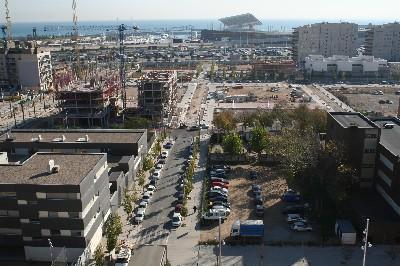 Vista de la calle Mar, en el barrio de la Mina, Barcelona (foto de barrimina.org)