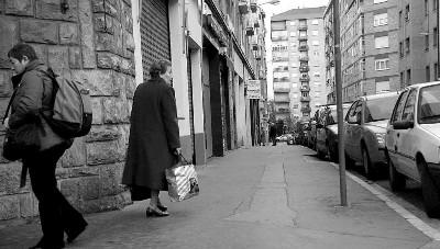 Imagen de la calle de Santa Lucía en el barrio de Judimendi, Vitoria-Gasteiz (Foto de Alex Larretxi, en noticiasdealava.com).