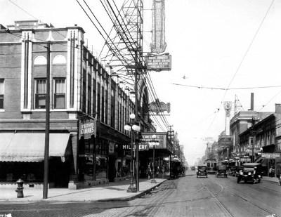 Una calle de Chicago en 1920 (imagen procedente de gracchii.blogspot.com).