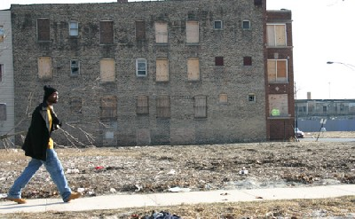 Edificio abandonado en el South Side de Chicago, zona de Washington Park. (Foto de Aaron Krager, procedente de faithfullyliberal.com).