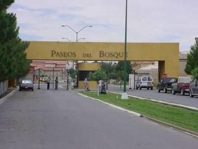 Una comunidad cerrada en Ciudad Juárez. Imagen procedente del Archivo de investigación Comunidades Cercadas, 2005; en ub.es/geocrit