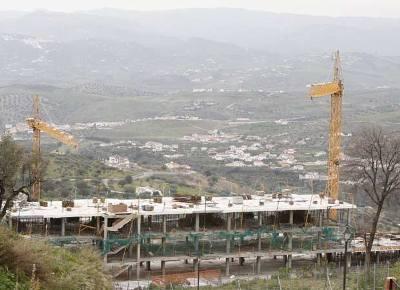 La foto se titula: Corrupción urbanística en La Axarquía (autor: Julián Rojas; fecha: 06-03-2009; publicada en elpais.com).