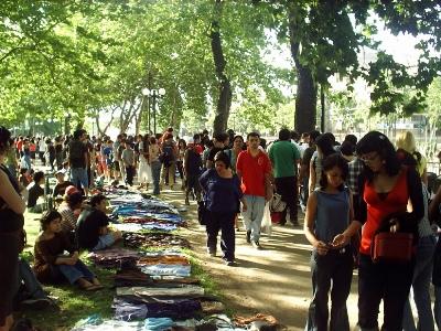 Espacio público en Chile (imagen original de flickr.com/photos/delamaza; tomada de plataformaurbana.cl)
