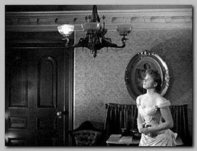 Fotograma de la película: las luces se van.