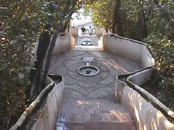 Escalera del agua en el Generalife de Granada (imagen procedente de bolita0001.eresmas.net)