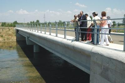 Inauguración del nuevo puente sobre el río Cea en Roales, Valladolid, 2005 (imagen procedente de diputaciondevalladolid.es)