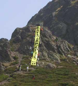 Imagen de la V Marcha en defensa de San Glorio, Cantabria 2007 (foto procedente de ecologistasenaccion.org)
