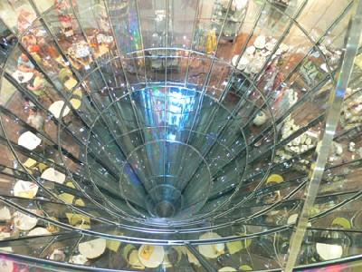 Vista del corazón acristalado de las Galerías Lafayette Berlin (proyecto de Jean Nouvel, 1996; imagen obtenida en homepage.mac.com/vrway/iblog/arounder)
