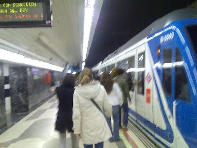 Estación del Metro de Madrid en el Barrio del Pilar, dirección Arganda del Rey (foto procedente de verklartenacht.blogspot.com)