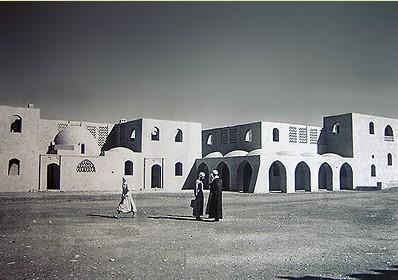 Imagen de Nuevo Gourna, al poco tiempo de ser construido. (Foto de touregypt.net).