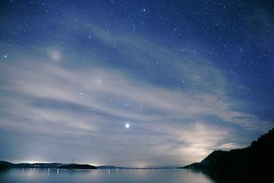 Cielo estrellado en Galiano Island Easter (foto de kk+, cargada el 10 de abril de 2007 en flickr.com/photos/kk/454176838)