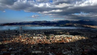 Panorama de Esmirna, junto al Mar Egeo (imagen procedente de facebook.com/izmirCity)