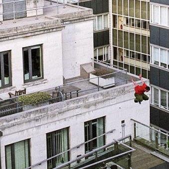 Saltando entre los edificios (imagen procedente de static.howstuffworks.com)
