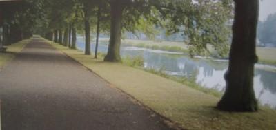 Paseo de tierra junto a un canal de Hannover, Alemania (imagen de López Candeira)