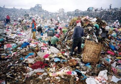 Vista del vertedero de Payatas, en Manila (imagen procedente de geocities.com/qc_new_environment/filsolid_waste_management).