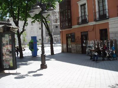 El Penicilino, en la plaza de la Libertad de Valladolid, una mañana de mayo de 2008 (foto: MS)